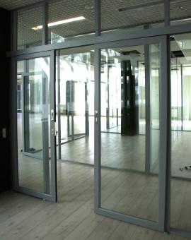 Стеклянные сдвижные двери