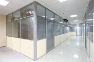 Недорогое практичное зонирование: ТОП-6 материалов для бюджетной перегородки