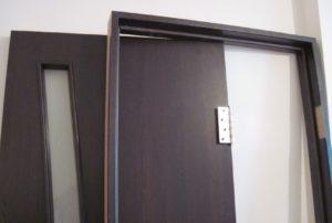 Межкомнатные двери в интерьере: как выбрать тип конструкции, материал и цветовую гамму?