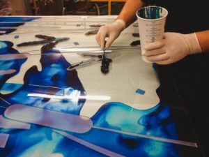 Технология покраски стекла: от подготовки до закрепления результата