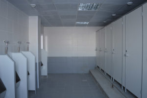 Установка сантехнических перегородок: способы монтажа, инструкция, стоимость